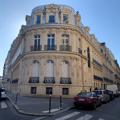 ACQUISITION OF THE BUILDING AT 43-45 AVENUE D'IENA IN PARIS